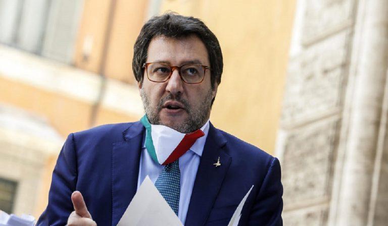 Avellino, denunciate ragazze per lancio di uova su Salvini