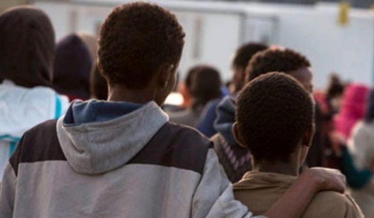 Insulti e schiaffi ai migranti di Favara