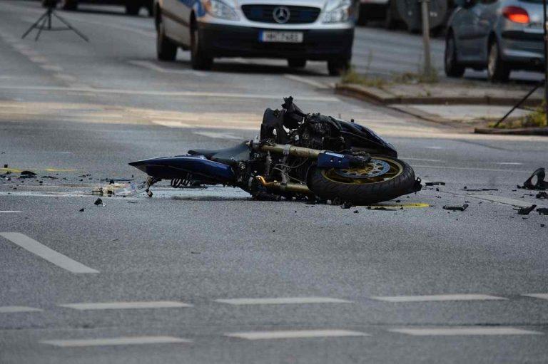 Terribile schianto fra uno scooter e una moto vicino Lucca