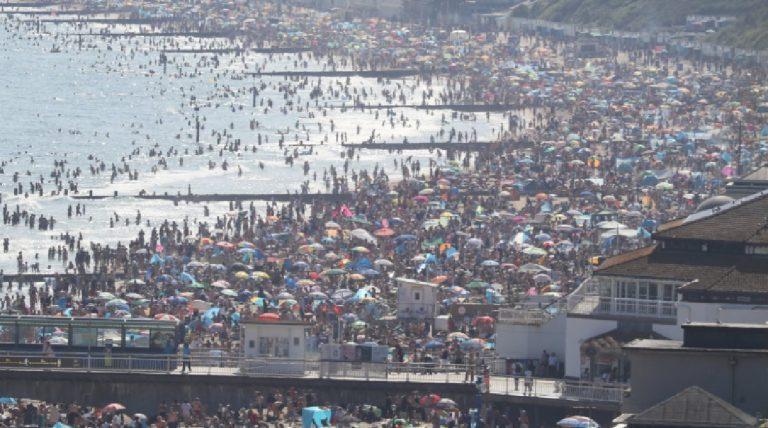 Spiagge affollate regno unito ritorno scuola
