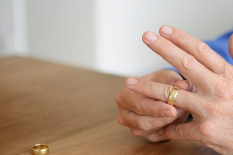 """Lo sposo che """"fugge"""" dalle nozze paga il vestito della sposa"""