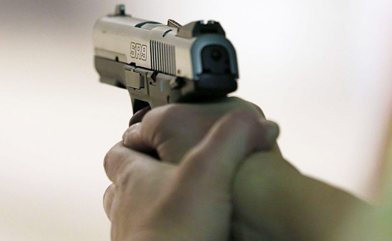 studente-pistola