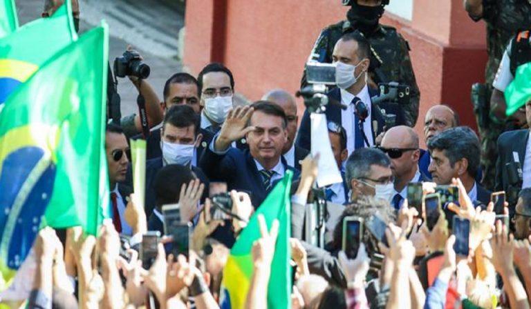 Coronavirus, Bolsonaro senza mascherina in eventi pubblici