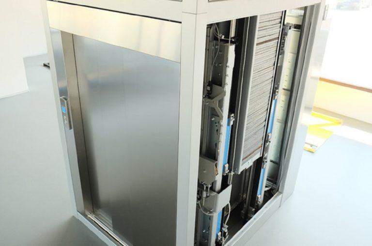 Donna contagia 71 persone dopo essere salita in ascensore