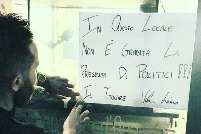 """Il cartello fuori da un ristorante di Roma: """"I politici non entrano"""""""