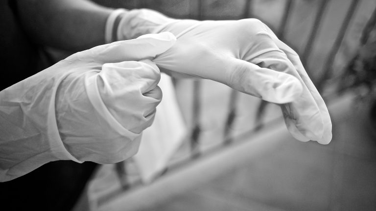 Coronavirus: i positivi 'per caso' sono un terzo dei contagi