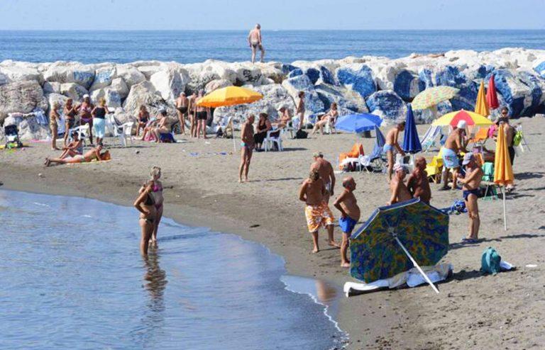 coronavirus-regole-spiagge-alberghi-piscine