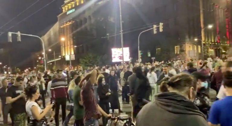 Coronavirus scontri a Belgrado