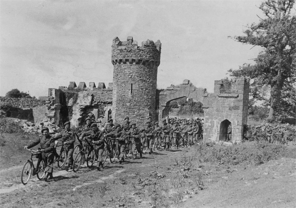 Menlo Castle, foto d'epoca