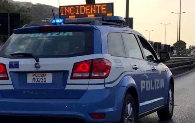 Incidente su A1: scontro tra tre camion, traffico in tilt