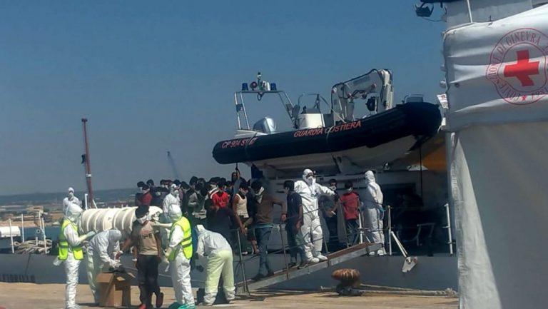sbarco-migranti-pozzallo