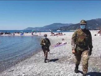 Ventimiglia, arrivano i militari anti Covid in spiaggia