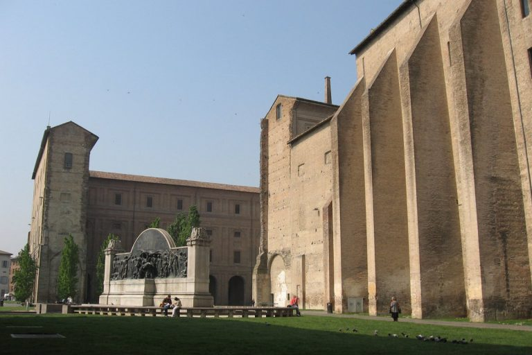 Rapporto intimo in pubblico a Parma