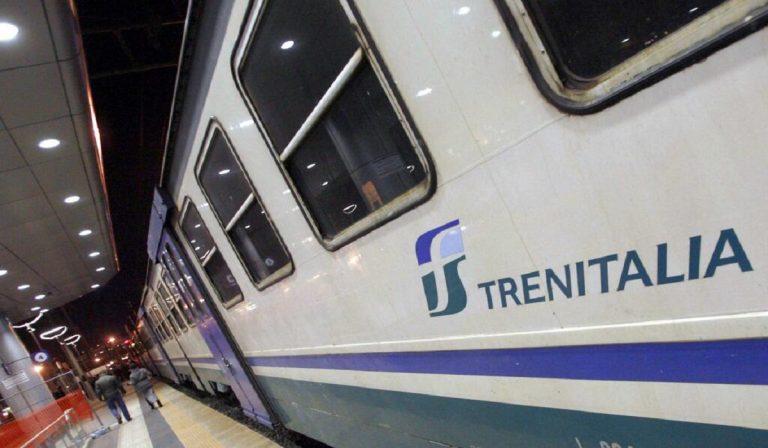 Covid, treni regionali su prenotazione