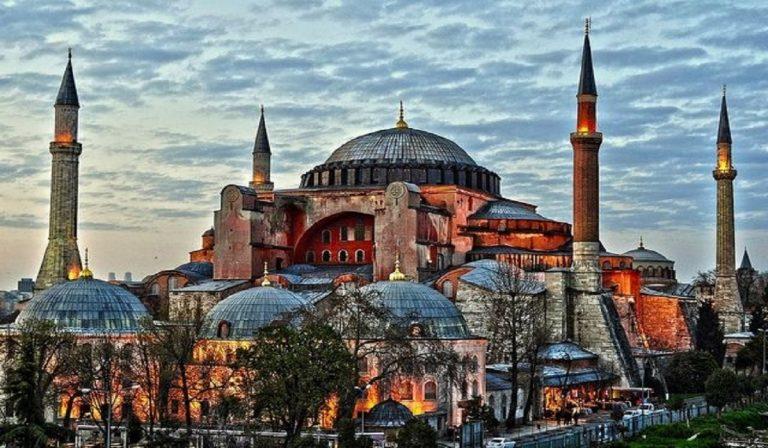 Turchia, Santa Sofia torna moschea