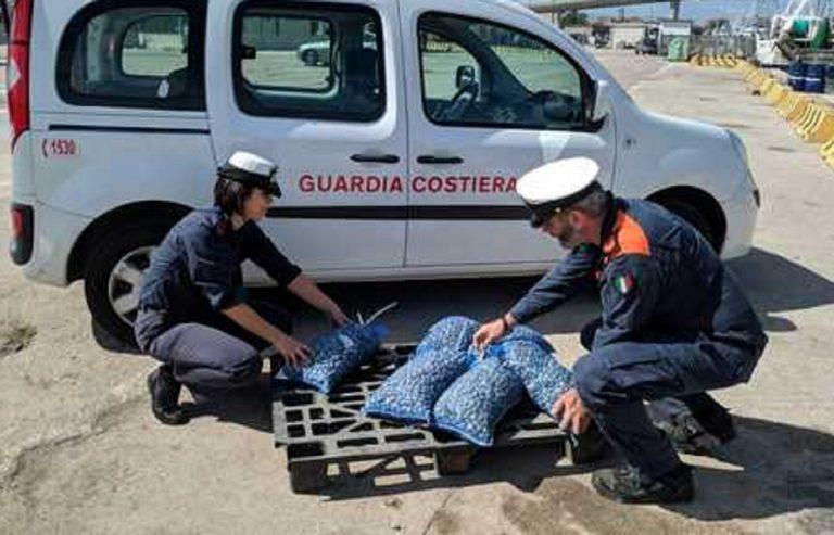 Ingenti quantità di vongole tossiche pescate nel Sarno sono state sequestrate