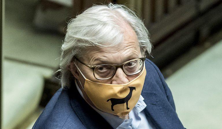 """Sgarbi alla Camera: """"Non cambio la mascherina"""""""