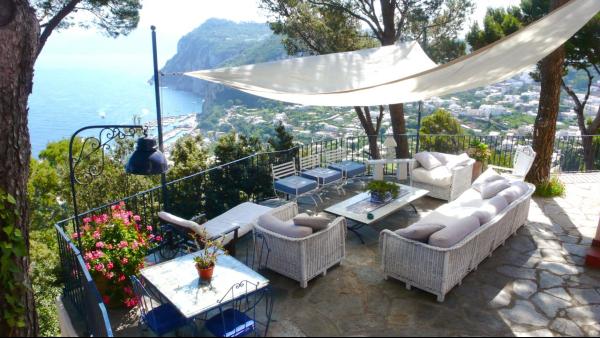 Una delle meravigliose ville in affitto a Capri