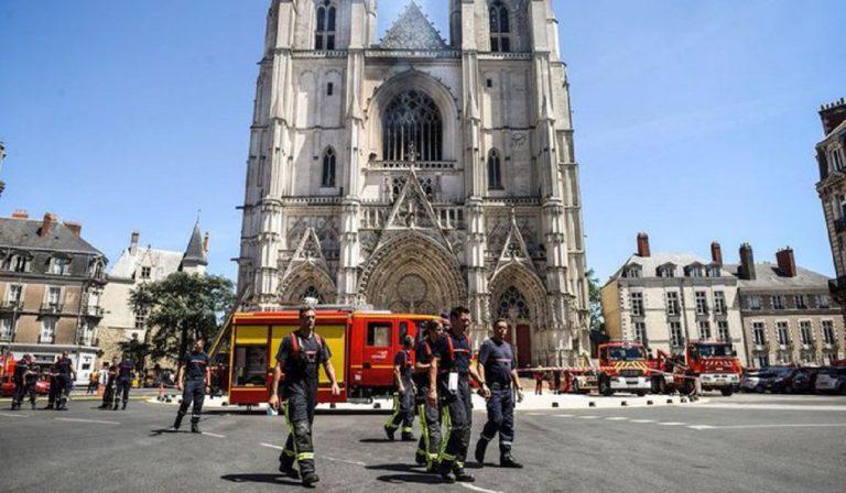volontario incendio cattedrale Nates