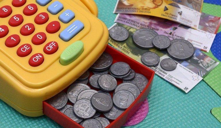 Bambino ingerisce moneta