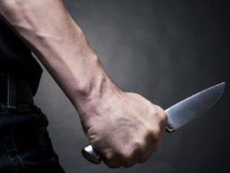 Un 18enne arrestato per aver ucciso il padre a coltellate