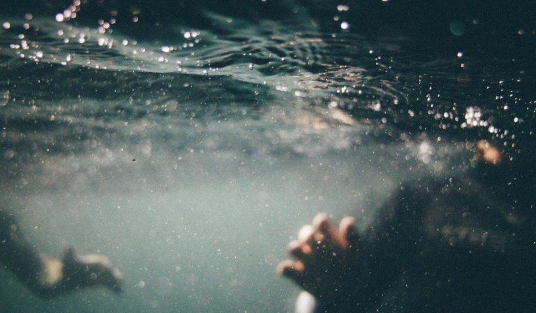 donna muore durante immersione