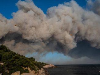 L'incendio che sta interessando la zona a ovest di Marsiglia