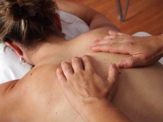 Massaggio Shiatsu: benefici e come farlo a casa