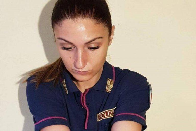 poliziotta sospesa tatuaggio