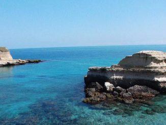 Lecce, intimità di coppia sullo scoglio Sfinge