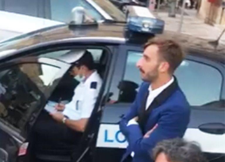 Coppia di sposi multati a Lecce, facevano troppo rumore con il clacson