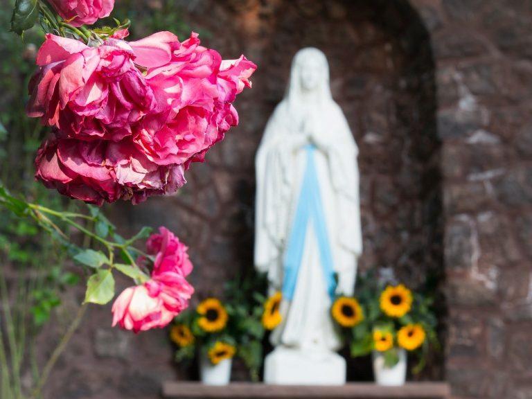 statua madonna lacrima sangue