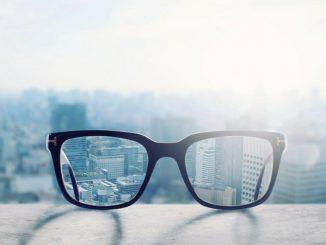 Coronavirus, l'ipotesi che il rischio cali per chi indossa occhiali