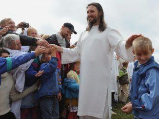 Vassirion, in mezzo alla folla dei suoi fedeli in Siberia