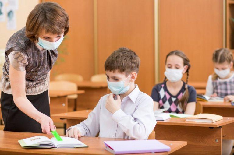 mascherine a scuola, no se c'è distanziamento