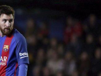 """Messi resta al Barcellona: """"Non avrei mai fatto causa al club che amo"""""""
