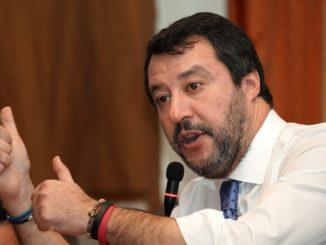 Matteo Salvini sugli appalti dei banchi a scuola
