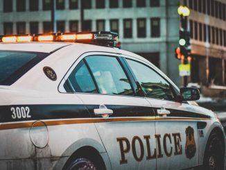 Uomo spara alla polizia