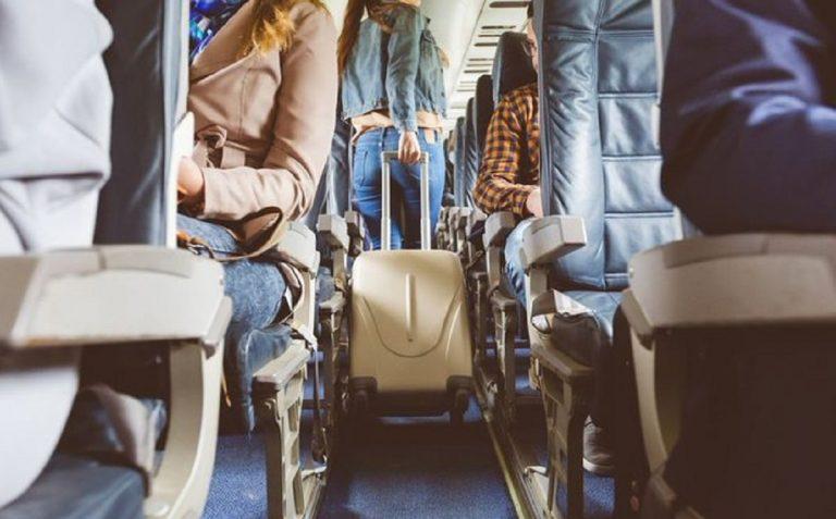 Giovane donna affetta da Coronavirus si sente male in aereo e poco dopo muore