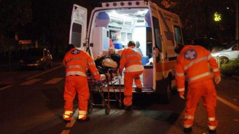 ambulanza auto piomba su piazza