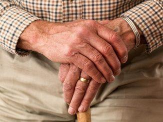 """Coronavirus: il possibile sintomo """"chiave"""" negli anziani fragili"""