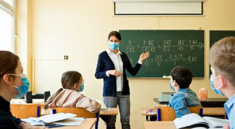 aumento dei contagi da coronavirus, la scuola è l'ennesimo capro espiatorio