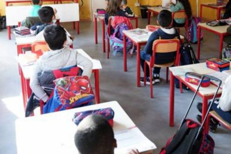 bambina scuola lubrificante intimo