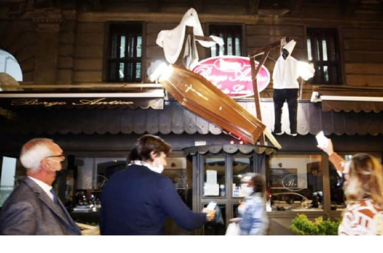 Bara camerieri impiccati Napoli