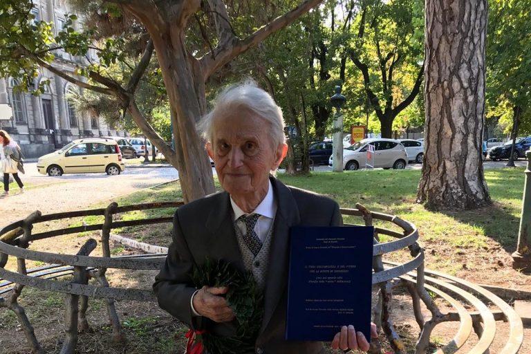 La storia di Benito: a 93 anni consegue la sua terza laurea