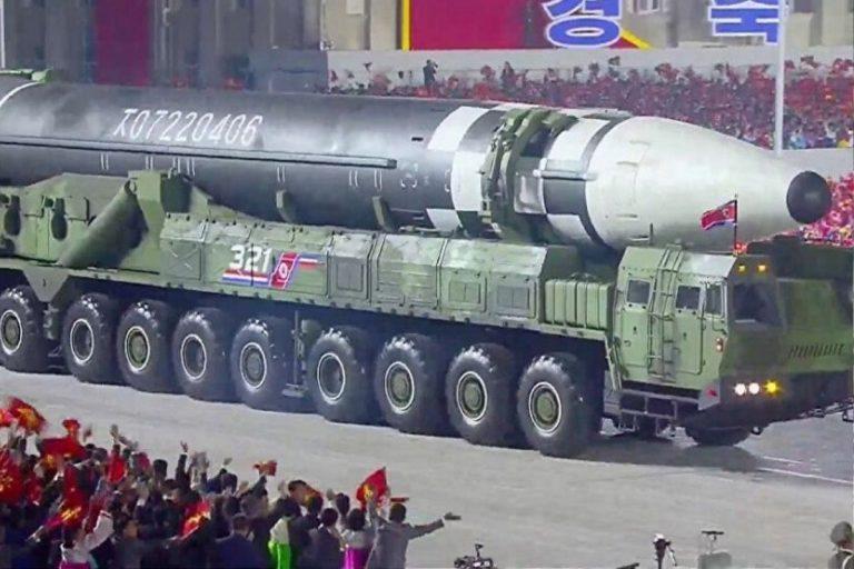 corea del nord missili parata