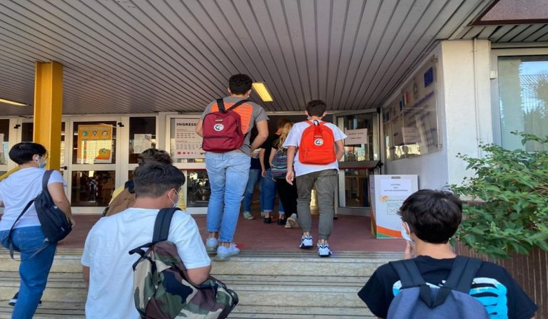 Covid, Piemonte: scuola a rischio chiusura per le superiori