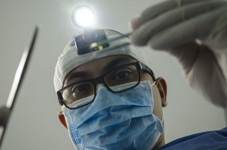 Covid, aumentano problemi ai denti