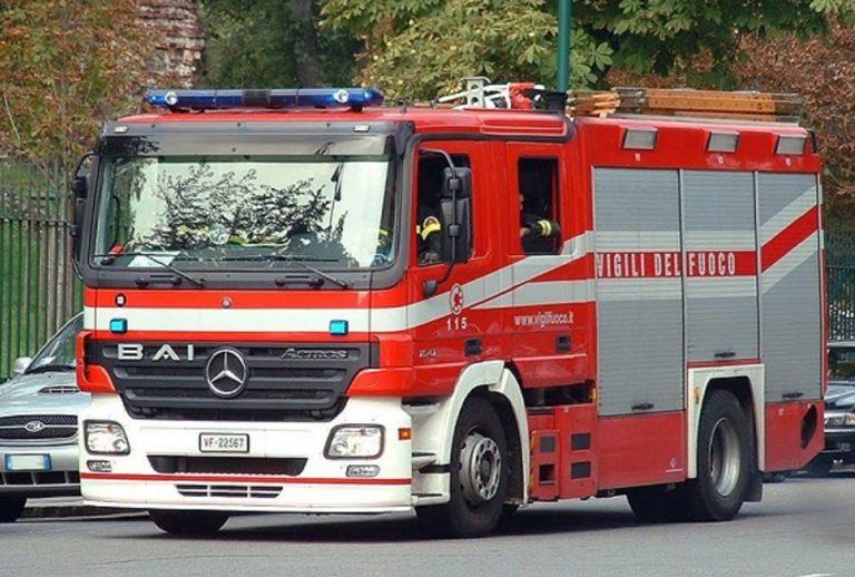 Roma, incidente sulla via Laurentina causato dallo scontro fra 2 auto: 3 feriti