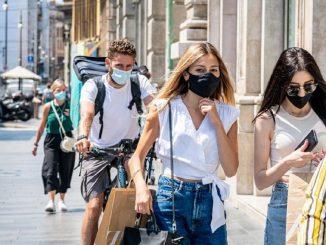 mascherina all'aperto luglio